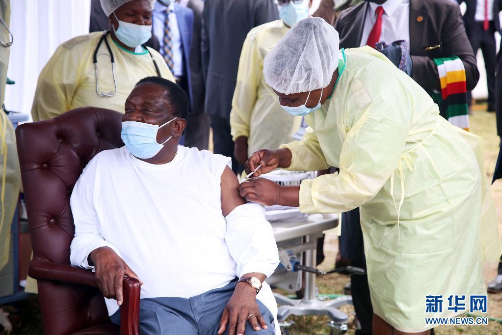津巴布韦总统姆南加古瓦接种第二剂中国新冠疫苗