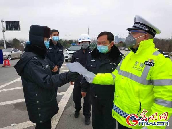 """""""疫情不退我不退"""",一名普通湖北民警的承诺与担当"""