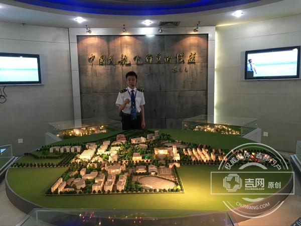 全国网络媒体四川德阳行采访团走进中国民用航空飞行学院