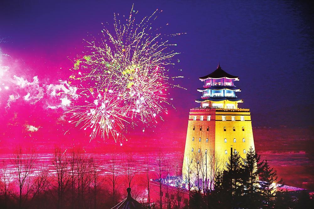 琿春防川國家級風景名勝區龍虎閣上空燃放煙火喜迎新年