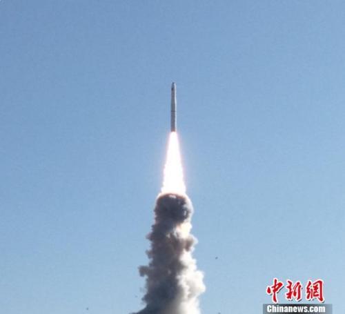 """一箭四星 中国成功发射""""吉林一号""""光谱01/02星及两颗小卫星"""