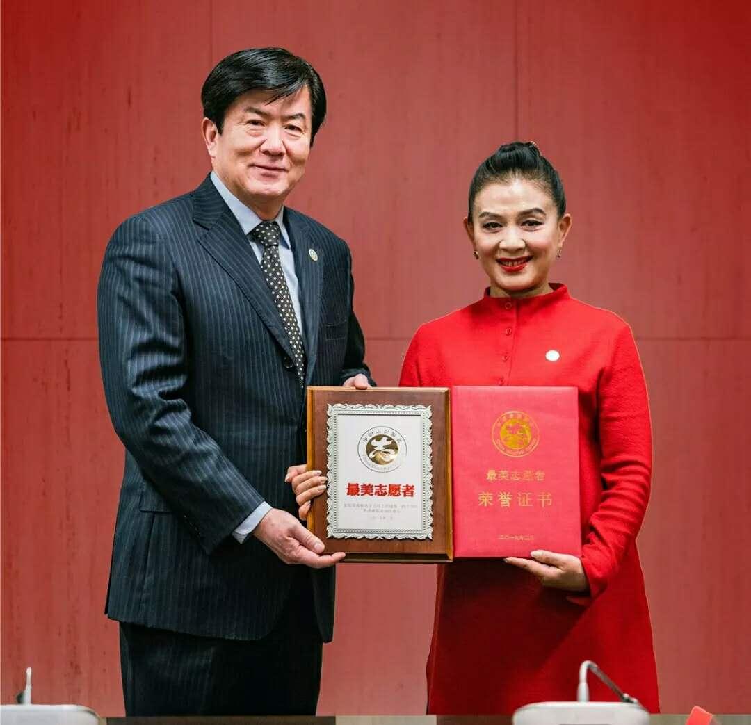 王小燕荣获2018年全国学雷锋志愿服务先进典型