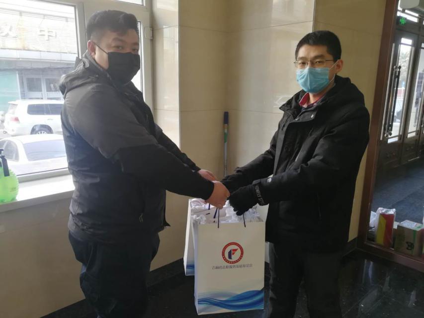 珲春市交付4000个口罩支持媒体记者一线采访