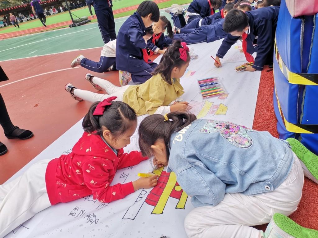 """""""向国旗敬礼""""!吉林省140多万名中小学生为祖国庆生"""