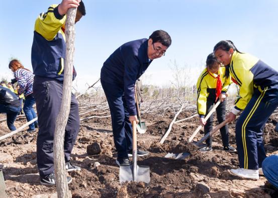让绿色铺满吉林大地 书记省长参加义务植树