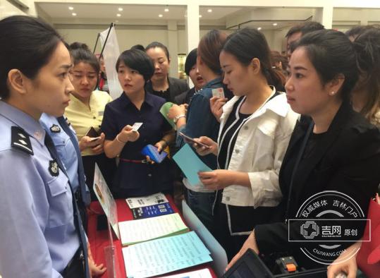 长春户政民警登门为企业员工办理身份证