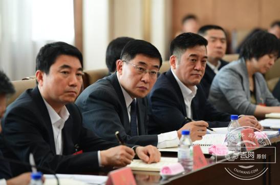 省直机关代表团进行第一次分组讨论