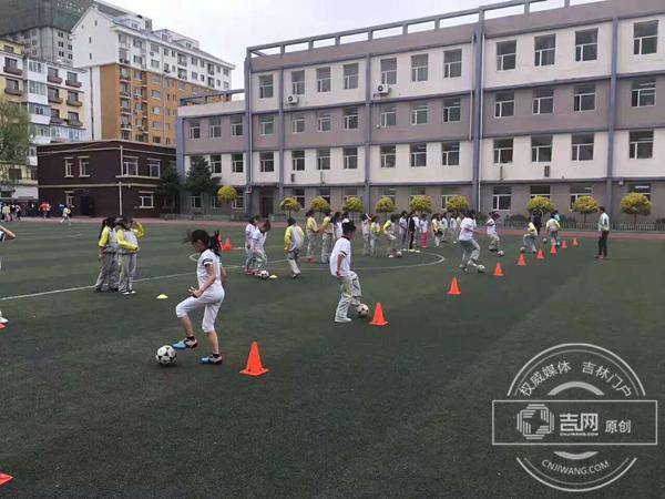 长春女足青训深入校园 4所小学被授予青少年女足训练基地