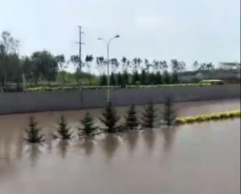 16日清晨大雨倾盆 吉林省气象台发布暴雨橙色预警