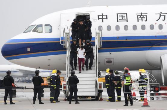 """长春机场开展""""砺剑-6号""""反劫机应急综合演练"""