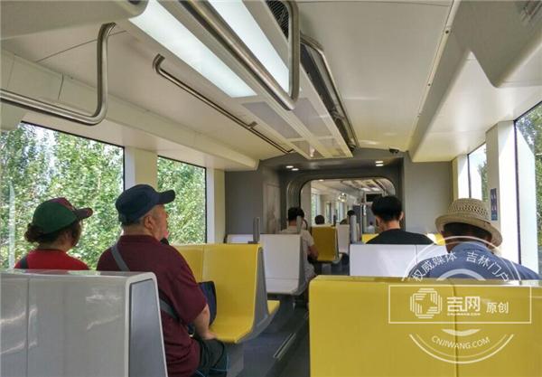 """""""大黄蜂""""精彩亮相 长春轻轨新型列车正式上线运营www.yh1037.com"""