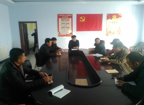 2016年12月21日第一书记组织召开党员大会,听取农民党员对村级基层党组织发挥作用方面的意见和建议.jpg