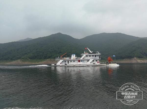 松花湖首艘航道应急综合管理船
