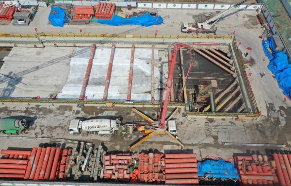 长春轨道2号线东延线东枢纽站完成主体结构施工