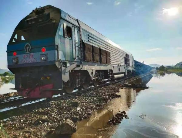受水害影响的白(城)阿(尔山)铁路恢复通车
