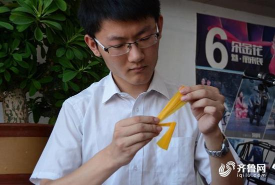 折纸少年上大学降60分录取 1件作品需千道折痕