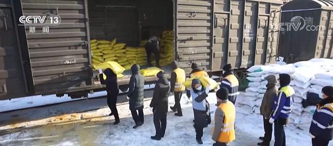 黑龙江:抢抓农时增效益 化肥运输有保障